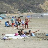 COE de Manta dispone que las 13 playas del cantón estén abiertas todos los días de 05:00 a 18:00